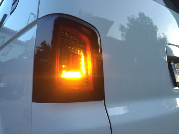 LED RÜCKLEUCHTEN VW T5-09 1 HECKTÜR CARAVELLE TRANSPORTER MULTIVAN ROT SCHWARZ